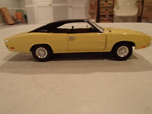 Road Champs 1969 Dodge Charger 1/43 Scale Diecast Car. YELLOW Sarnia Sarnia Area image 3