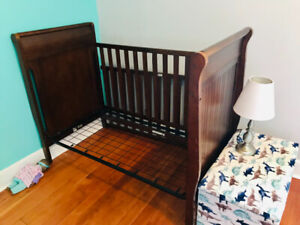 Graco baby crib/convertible toddler bed