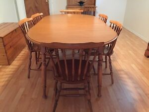 ROXTON *Solid Maple* Dining Set