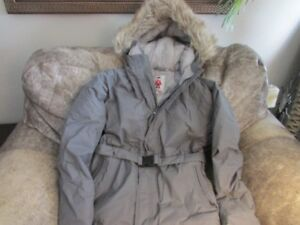 NEW! Girls Goose Father Down Winter Parka Jacket. Size 16. $55