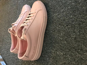 Woman Common Projects Sneakers