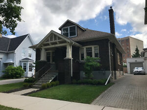 Downtown Guelph, Beautiful Century Home - Parking for 2 Cars