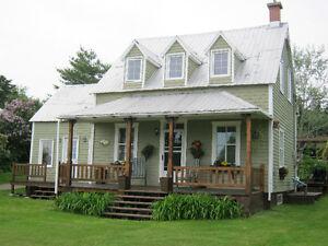 Maison ancestrale à vendre / Ancestral house for sale (1904)
