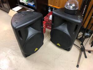Speaker PA moniteur actif Behringer b215 pair avec stand