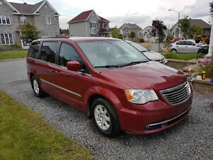 2012 Chrysler Town & Country Familiale
