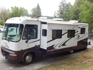 2004, 32.5',  Triple E Commander Motor Home