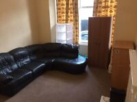 HUGE DOUBLE ROOM FOR ONE PERSON ...£140 pw (bills inc)