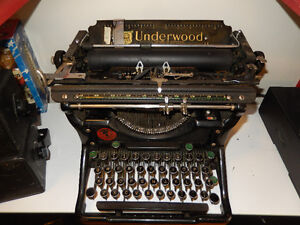UNDERWOOD TYPE WRITER (Clean and well kept)