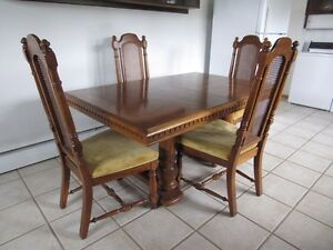 Stunning solid wood Dining room set