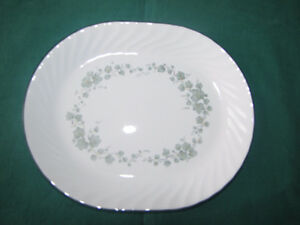 BRAND NEW NEVER USED Green Ivy Corelle Platter
