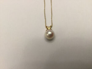 Beautiful natural pearl on 14k Gold chain