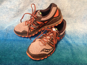 SAUCONY ISO men's running shoes, very good condition