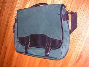 Messenger Bag Windsor Region Ontario image 1