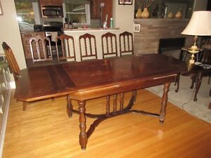 Antique table, 6 chairs and corner hutch Kitchener / Waterloo Kitchener Area image 6