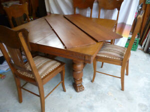 Oak Clawfoot table + 5 chairs