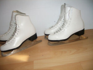 "Patins a glace Skates "" CCM  "" all leather -- size  5 US or 8 US"