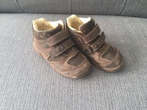 Toddler boy size 9.5 Umi brand shoes.
