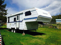 "Beautiful 25 Foot Frontier 5th Wheel with 5.5"" lift kit"
