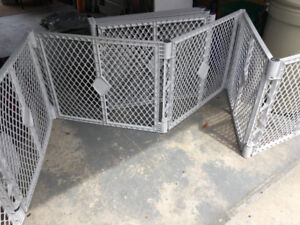 Baby or pet play gate