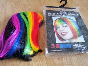 Perruque multicolore pour femme pour Halloween !