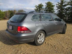 2011 Volkswagen Golf 4 door SUV, Crossover
