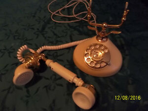 Télléphone de collection antique.