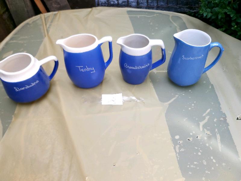4 x mixed Beach jugs
