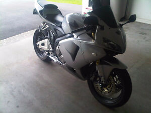 Excellent Condition, Low KM, Silver HONDA CBR 600 RR
