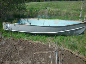 14 ' aluminum boat, oars, anchor and 3.6 hp Chrysler 2 stroke