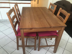 Rustic Wooden 4-seater dining table set