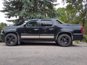 REDUCED from $2400, 2010 Chevrolet Avalanche ltz,trade for truck