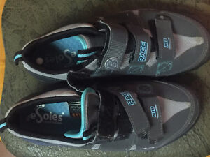 ladies spin shoes in excellent condition Sarnia Sarnia Area image 1