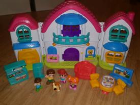 House & Family Play Set