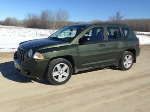 2009 JEEP COMPASS SPORT, GREEN ,LOW KMS,FWD PRICE REDUCED