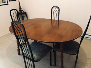 table à manger avec 4 chaises- dining table with 4 chairs