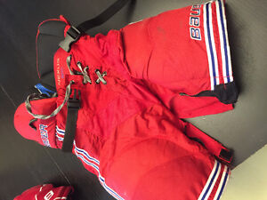 Junior Large Bauer 800 red hockey pants