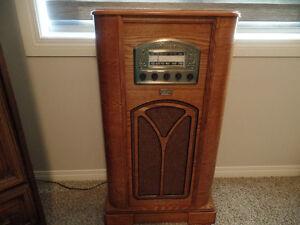 Beautiful Vintage THOMAS COLLECTOR'S Edition Floor Model RADIO
