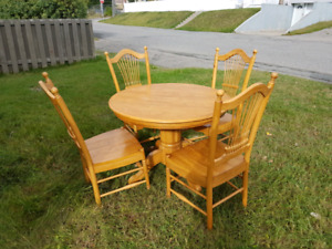Dining Table w/ 4 chairs and extension piece
