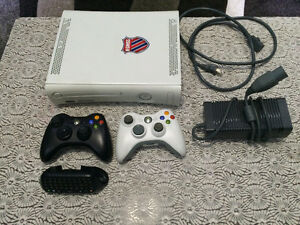 XBOX 360,2 CONTROLLERS, 8 GAMES, HEADSET ,CHATPAD, ALL WIRES Cambridge Kitchener Area image 1