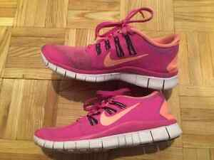 Chaussures NIKE shoes- taille/size 6