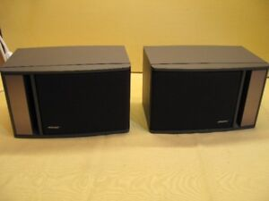 Bose 141 small Book Shelf Speakers Mint
