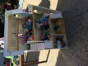 Barbie house with dolls, furniture, clothing, accessories