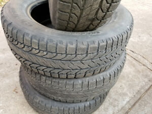 4 pneus d'hiver BF Goodrich 225/65/R17