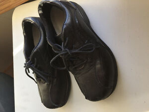 Women's barely worn Dakota work shoes! Originally paid $120!