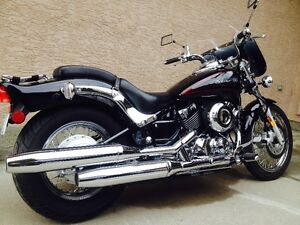 2011 Yamaha V-Star 650 cc in MINT CONDITION. VERY SHARP LOOKING!