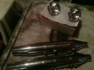 Harley-Davidson mufflers and fog lamps to fit a 1200 Sportster