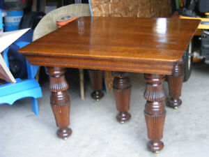 Solid oak 5 legged table w/ 2 leaves