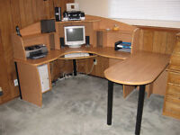 LARGE HOME OR OFFICE CORNER COMPUTER DESK WITH HUTCH AND SIDE TA