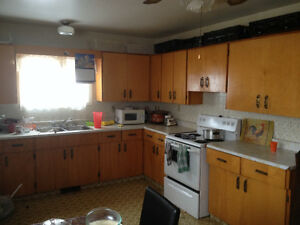 AVAILABLE - Large 6 Bdrm 3.5 Bath w/Washer, Dryer, Double Garage