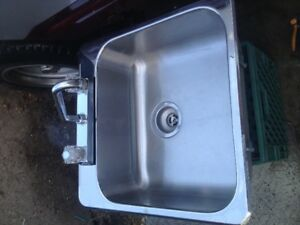 single stainless sreel sink with moen tap 50 or obo